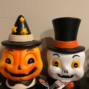 """2 Halloween pumpkin blowmold red LED eyes.Batteries included. 5.5"""" x 7"""" x 11.5""""."""